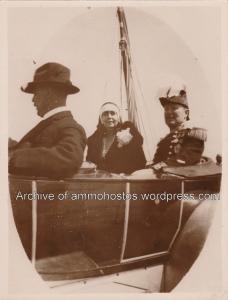Η αφιξη της Βασίλισσας Μαρίας. Συνοδεύεται απο τον κυβερνήτη Sir Ronald Storrs. (Φωτογραφία του Keystone Press Agency)